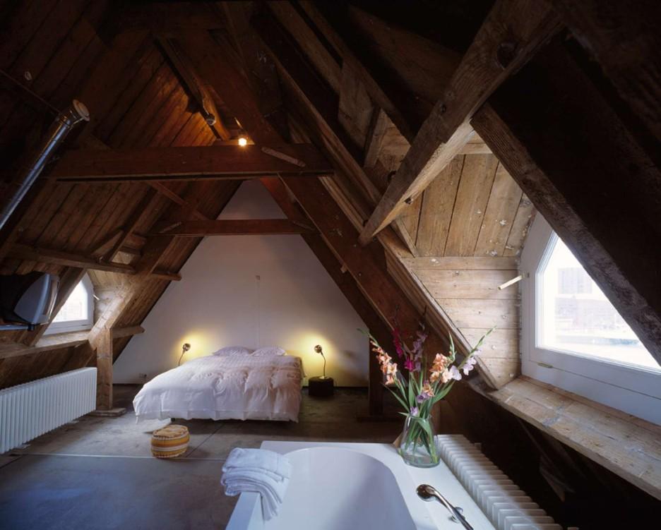 19-adorable-attic-bedroom1-e1410632389122
